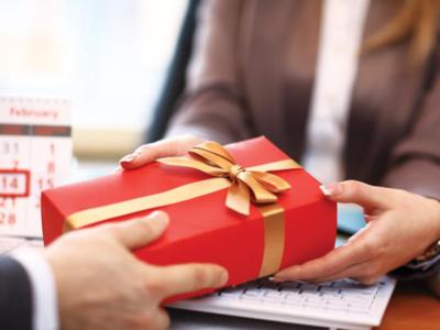Bật mí 3 bí quyết chọn quà tặng doanh nhân chân thành lại gắn kết mối quan hệ hợp tác
